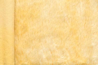 Handgeverfd, zacht geel mohair, 24cm x 140cm